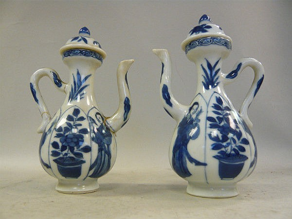 A matching pair of Chinese Kangxi porcelain