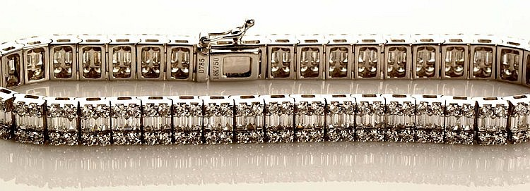A diamond line bracelet, the central row of