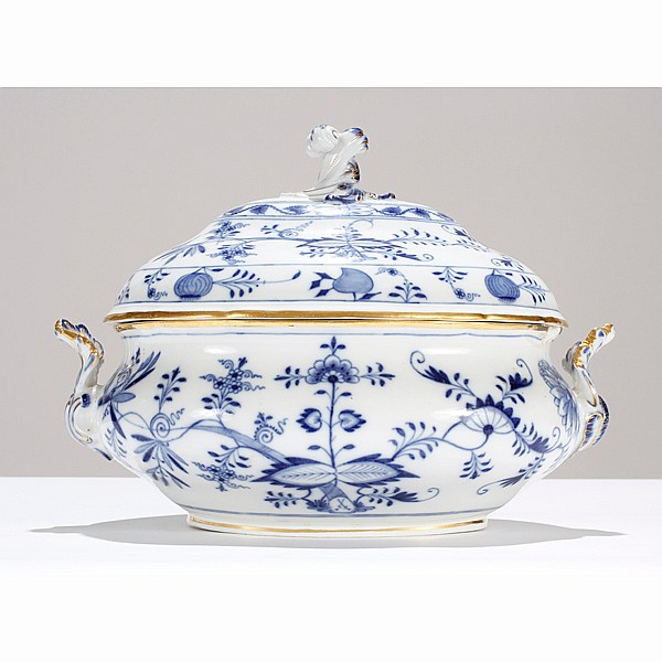 Meissen Blue Onion porcelain tureen.