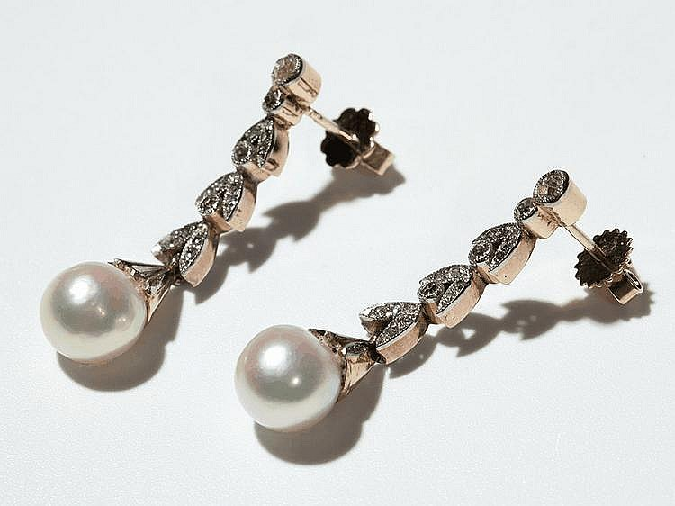 Art Nouveau Diamond & natural Pearl earrings of 14 carat Gold