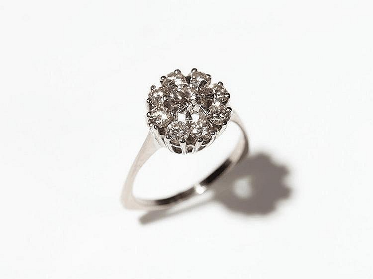 Blossom shape 18 carat white gold ring with 9 diamonds, 1960s