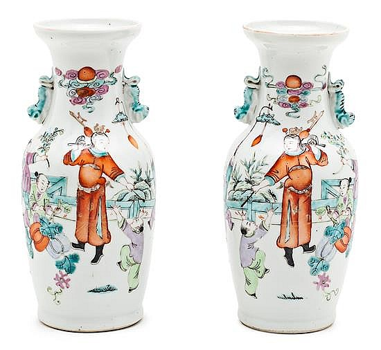 A pair of porcelain Chinese vases, from the early 20th century, , 22,3 cm high