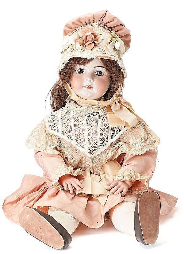 Muñeca francesa con cabeza en porcelana, de las primeras décadas del siglo XX