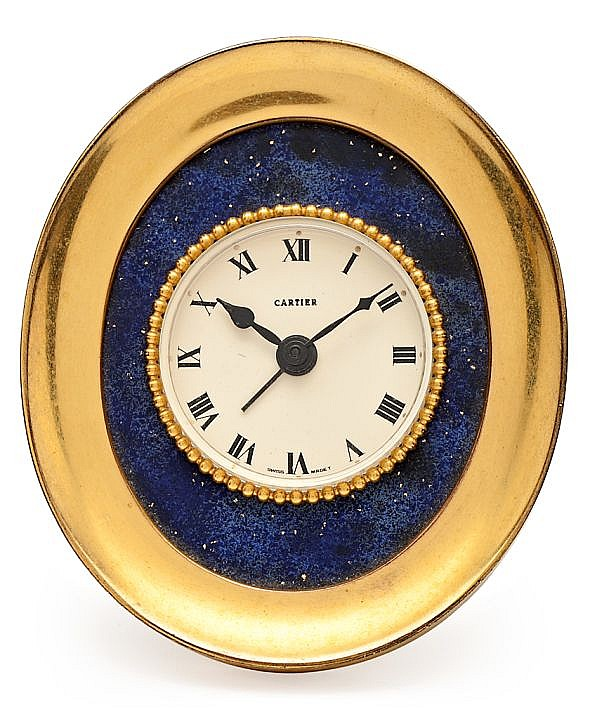 Cartier, reloj despertador en bronce dorado y lapislázuli, de mediados del siglo XX
