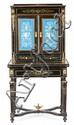 Escritorio Napoleón III en madera ebonizada con marquetería metálica, aplicaciones de bronce dorado y placas de porcelana, de la seg...