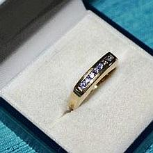 9ct yellow gold ring, set with Iolites 3.2 grams