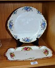 2 Royal Albert plates, incl. an 'Old Country Roses