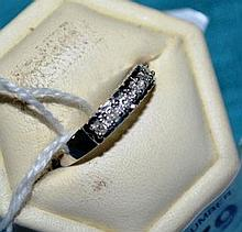 18ct white gold ring with 6 diamond setting,