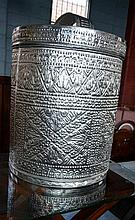 Indonesian pressed metal laundry hamper with lid