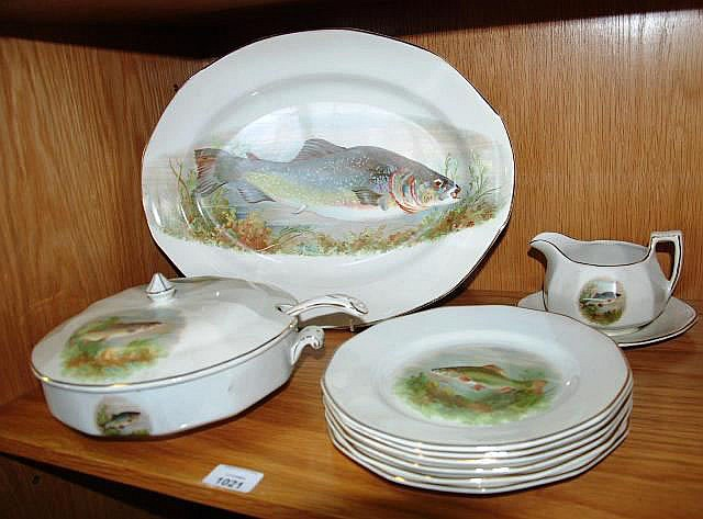 An English fish decorated dinner service by