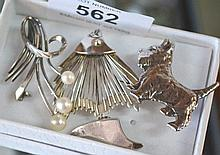 3 various silver brooches incl. dog, fan, etc