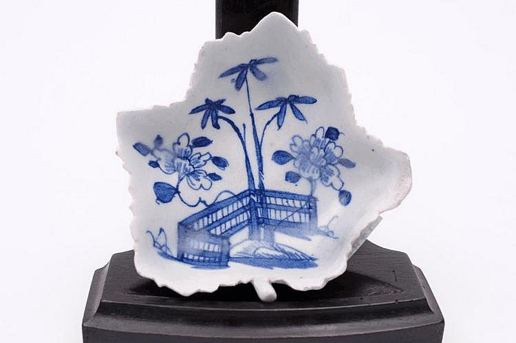 A Bow blue and white pickle dish of vine leaf form