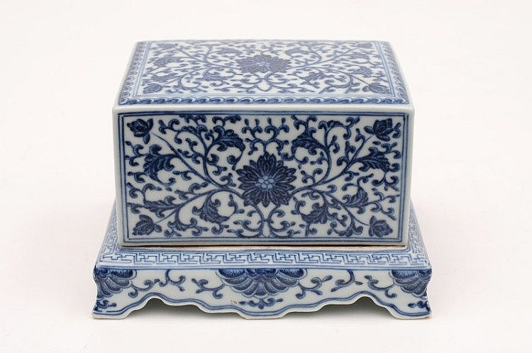 A Chinese porcelain incense box and covers of