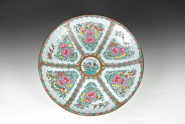 A CHINESE 'FLOWERS' FAMILLE ROSE LARGE CHARGER