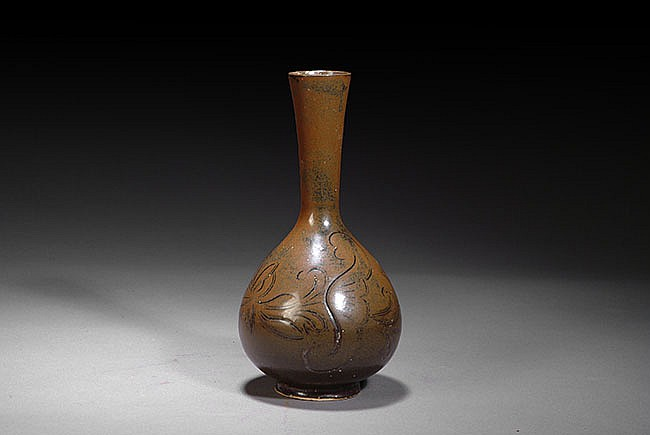 A BROWN GLAZED VASE