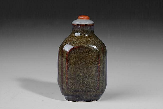 A CHINESE TEA DUST GLAZE SNUFF BOTTLE