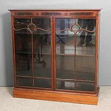 A 20th Century mahogany bookcase with moulded edge