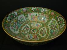 LARGE ANTIQUE CHINESE FAMILLE ROSE MEDALLION PORCELAIN BOWL QING DYNASTY