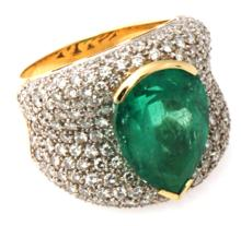 CERTIFIED NATURAL COLOMBIAN EMERALD & VS- DIAMONDS in GOLD-Ring