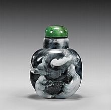 CARVED BLACK & GRAY JADE SNUFF BOTTLE