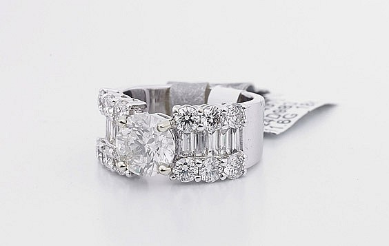 Ladies' 18K White Gold & Diamond Ring