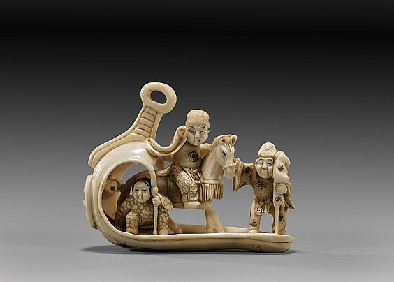 ANTIQUE IVORY NETSUKE: Figural group