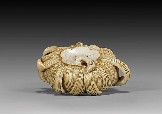 ANTIQUE IVORY NETSUKE: Chrysanthemum