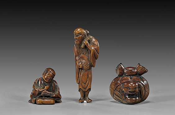 THREE ANTIQUE BOXWOOD NETSUKE