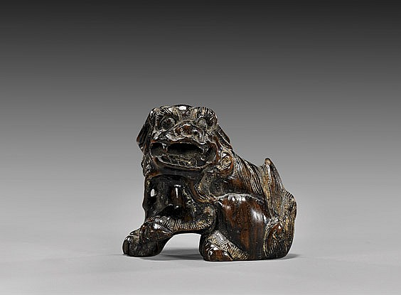 ANTIQUE WOOD NETSUKE: Shi-shi