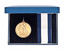 THE NELSON SOCIETY, BI-CENTENARY OF TRAFALGAR, REPLICA FLAG OFFICER'S LARGE GOLD MEDAL