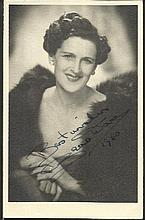 Zena Dare signed vintage 6 x 4 b/w portrait photo.
