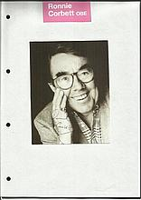 Ronnie Corbett signed 7 x 5 b/w portrait photo,