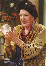 Penelope Keith signed 12 x 8 colour magazine photo