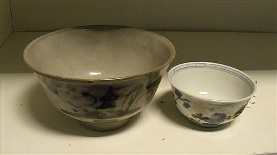 A Nanking cargo blue and white bowl and Imari tea bowl,