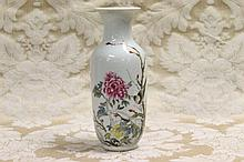 A fine quality Chinese porcelain vase with bird