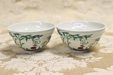 A pair of Chinese porcelain bowls with floral
