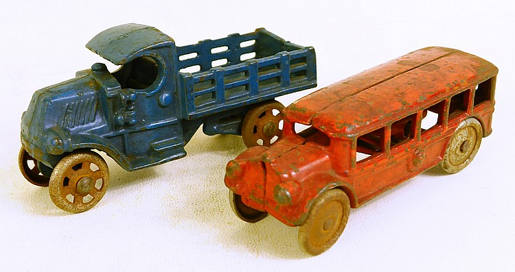 TWO AMERICAN CAST IRON TOYS. Attributed to Arcade.