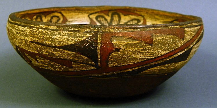 A FINE ANTIQUE INDIAN POTTERY SMALL DOUGH BOWL.