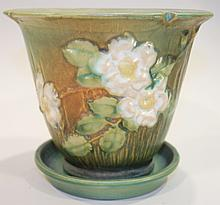 ROSEVILLE POTTERY FLOWER POT AND SAUCER.