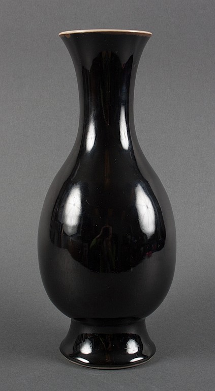 Chinese black monochrome porcelain vase