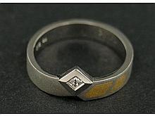 Ring: neuwertiger Platinring mit Diamant, Originaletikett NP 945 €