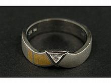 Ring: neuwertiger Platinring mit feinem Diamant, Originaletikett 1.115 €