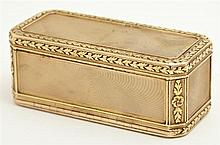 French 18K Yellow Gold Patch Box, 18th c., possibly by Cellier Freres, of octagonal double sided form, with relief leaf borders, H.-...