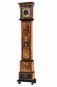 Horloge de parquet en bois de placage marqueté à décor floral, cadran en laiton avec chiffres romains. Epoque XVIIIème siècle. 212 x 30 x 20 cm.