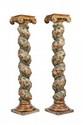 Paire de colonnes torses en bois polychrome à décor de frise florale à l'amortissement un chapiteau ionique en bois doré. Epoque XVIIIème siècle. H : 164 cm.