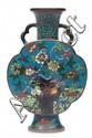 Gourde en bronze et émaux cloisonnés Chine, fin du XIXème siècle. Les deux faces décorées de lapins, oiseaux, pivoines et magnolia, les côtés de lotus et rinceaux, le pied, de chevaux au dessus des flots, marque à quatre caractères Jingtai nian zhi,