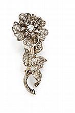 Broche trembleuse en or jaune et argent sertie de diamants   taillés à l'ancienne et en rose (petites restaurations).