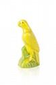 Raoul LACHENAL (1885-1956) Perroquet. Sculpture en céramique vernissée dans les tons de jaune. Signé. H. : 22 cm.