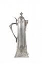 W.M.F. Aiguière Jugendstil en métal argenté de forme droite à anse détachée et décor stylisé en partie basse. Signée. H. : 40 cm.