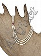 Collier formé de trois rangs de perles de culture